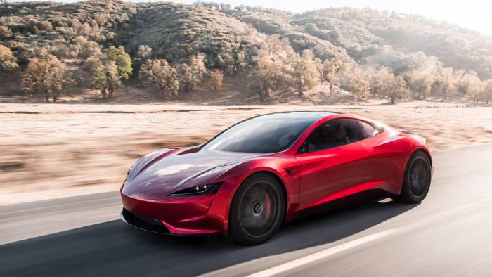 테슬라가 최근 공개한 스포츠카 전기차 '로드스터'.
