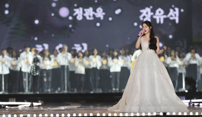 2017 멜론뮤직어워드 아이유 공연<사진 로엔에터테인먼트>