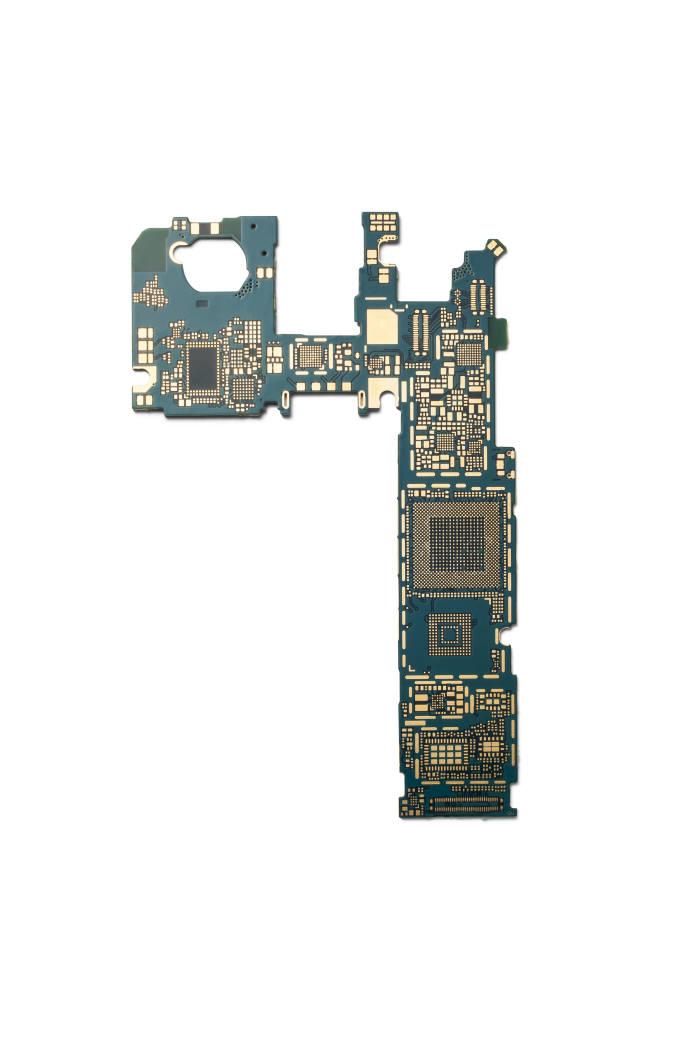 현재 스마트폰에서 메인기판으로 사용되고 있는 HDI 기판. 2018년부터는 차세대 HDI로 불리는 SLP로 전환될 전망이다. (자료: 삼성전기)