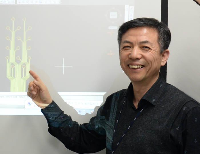 정상돈 한국전자통신연구원(ETRI) 시냅스소자창의연구실장은 신경전극과 인체의 연결이 고통받는 신경계 손상 환자를 치유하는 '따뜻한 ICT' 기술이 될 것이라고 설명했다.