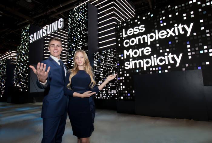 삼성전자는 CES 2018에서 '삼성 시티'를 콘셉트로 IoT와 AI를 기반으로 한 미래 라이프스타일 솔루션을 대거 공개한다.