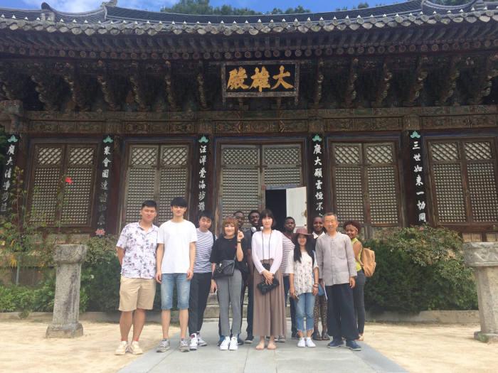 영남이공대 유학생들이 지난 여름 김천에 위치한 직지사를 방문, 문화를 체험했다.