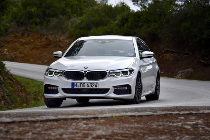 BMW 뉴 540i xDrive M 스포츠 패키지 플러스.