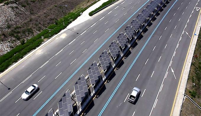 중국의 태양광 고속도로.