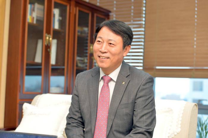 """[人사이트]주재승 농협은행 디지털금융부문장, """"ICT기반 생활플랫폼 선도기관 만들것"""""""