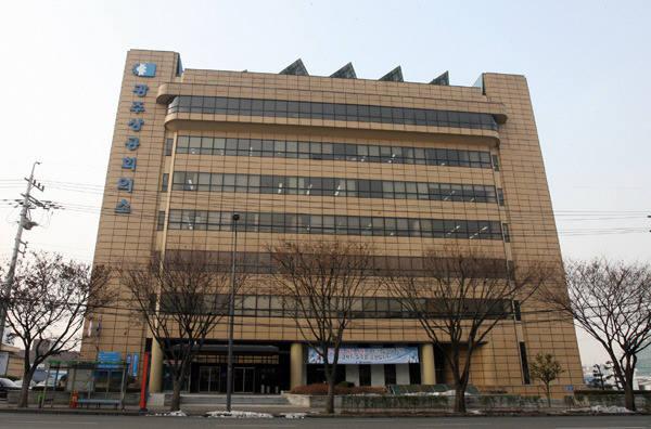광주상공회의소는 11일 오후 2시 광주상의 7층 대회의실에서 '2018년도 기업 지원시책 설명회'를 개최한다. 광주상공회의소 전경.
