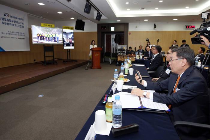 지난 4월 한국철도시설공단은 원주-강릉선 철도통합망(LTE-R) 시연회를 개최했다.
