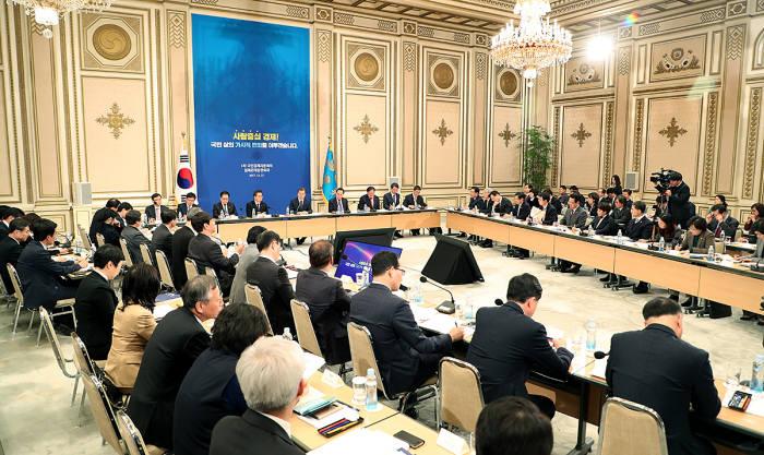 지난해 12월 청와대에서 열린 제1차 국민경제자문회의 및 경제관계장관회의. <사진:청와대>