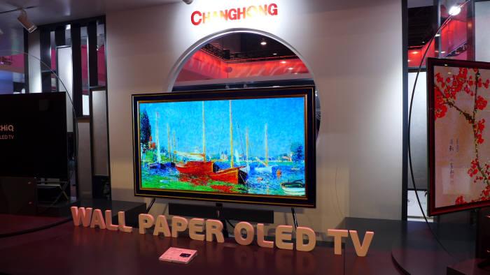 창홍이 전시한 77인치 4K 월페이퍼 OLED TV (사진=전자신문)
