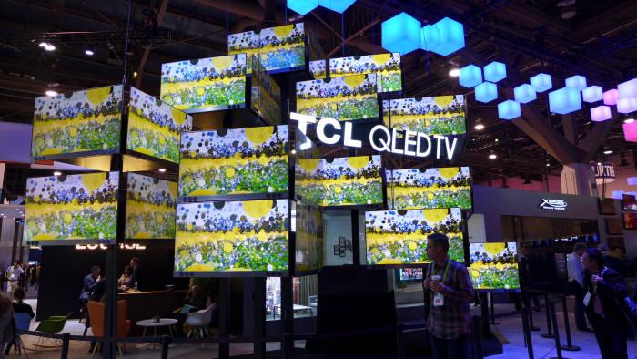TCL이 CES 2018에 전시한 퀀텀닷 기반 QLED TV (사진=전자신문)