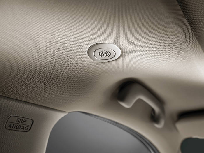 차량 내 유입되는 엔진의 진동, 그에 따른 울림과 소음 등을 모니터링 하기위해 장착된 ANC용 마이크.