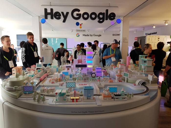 구글이 CES 2018에 마련한 구글 갤러리 (사진=전자신문)
