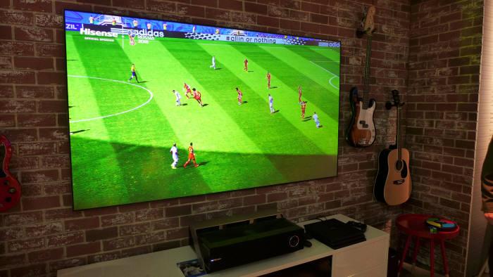 하이센스가 CES 2018에 전시한 88인치 레이저 TV (사진=전자신문)