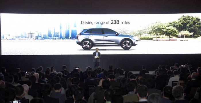 2018 CES 기아자동차 프레스 컨퍼런스에서 양웅철 부회장이 발표하고 있다. (제공=기아자동차)