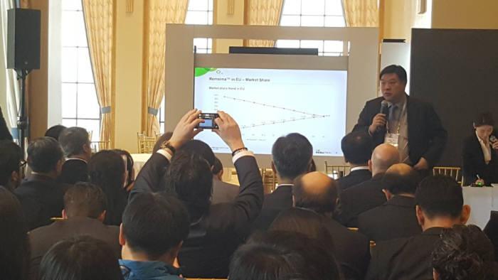서정진 셀트리온 회장이 미국 샌프란시스코에서 열린 JP모건 헬스케어 콘퍼런스에서 바이오시밀러, 신약 개발 현황과 전략을 발표했다.