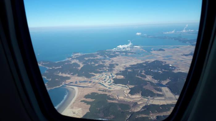 항공기에서 내려다 본 태안 화력발전소의 모습