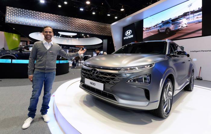 현대차가 2018 CES에서 선보인 수소전기차 '넥쏘'.