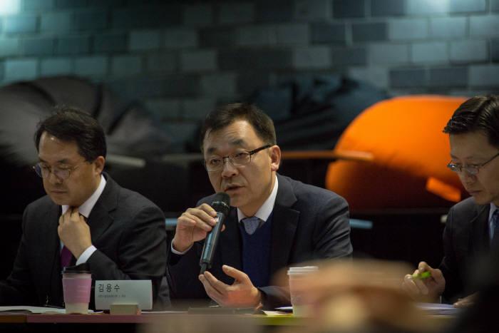 발족회의에서 김용수 과기정통부 제2차관이 인사말을 하고 있다.