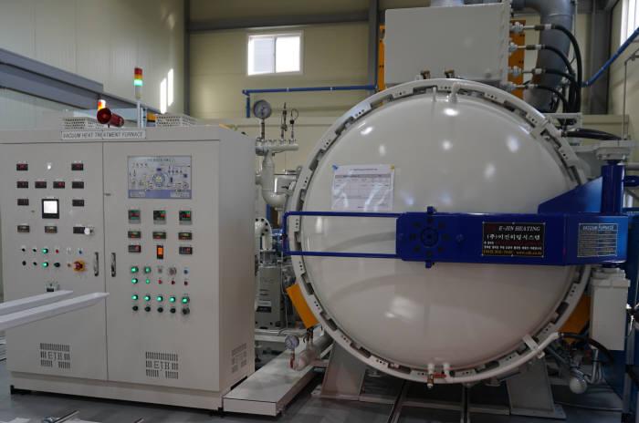 제일진공열처리가 에너지 효율화 사업을 통해 도입한 고효율진공열처리로.
