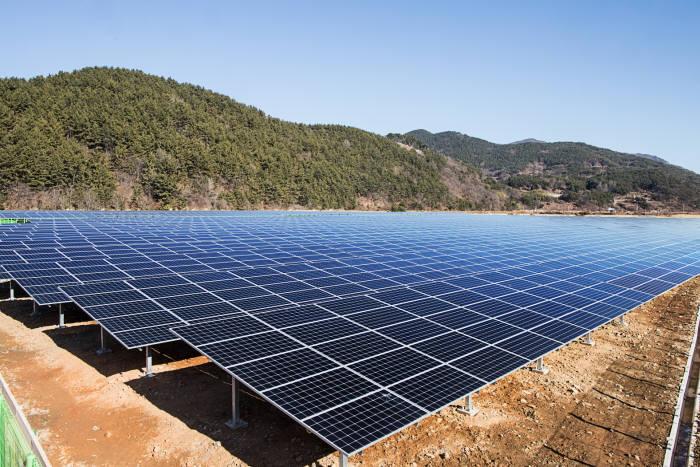 OCI가 우성에이스와 함께 건설한 경상남도 남해 태양광발전소. [자료:OCI]