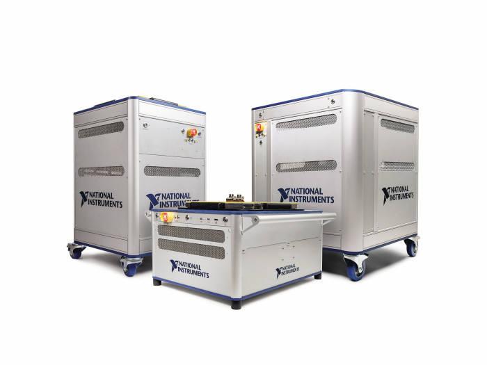 한국NI의 반도체 테스트 시스템. PXIe-4163 SMU를 탑재해서 쓸 수 있다.