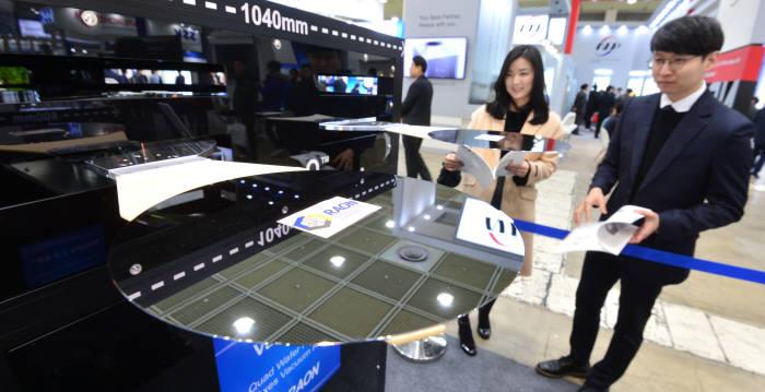 라온테크 300mm 반도체 이동 로봇.
