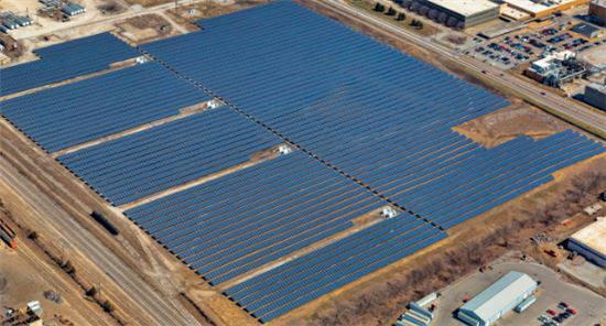 한화큐셀이 미국 인디애나폴리스 메이우드에 건설한 태양광 발전소. [자료:한화큐셀]