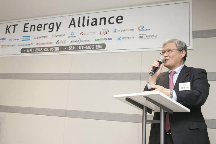 김영명 KT 미래융합사업추진실 스마트에너지사업단장이 참석한 회원사를 대상으로 KT 에너지 얼라이언스 출범 취재와 향후 계획에 대해 발표했다.