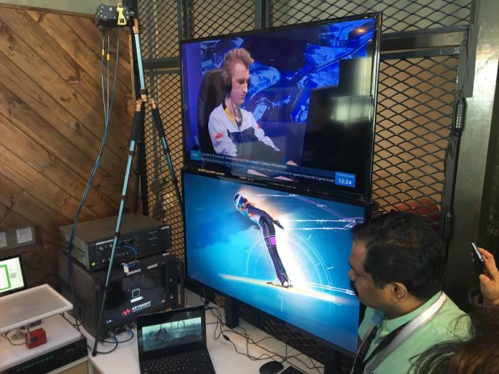 인텔은 이날 28GHz 주파수 대역에서 스트리밍으로 고화질 영상을 노트북으로 전송하는 데모 시연을 해보였다.