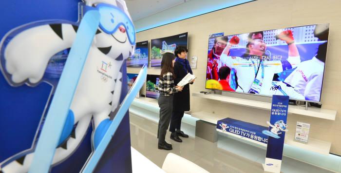 2018 평창 동계올림픽에서 선보일 첨단 정보통신기술(ICT)을 체험하는 방법은 다양하다. 경기장 곳곳에서 또는 경기장을 방문하지 않더라도 5대 ICT 서비스를 만나볼 수 있다.