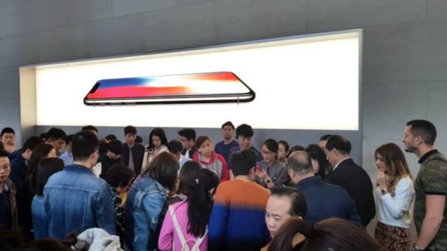 중국 상해 난징동루 보행가에 위치한 애플스토어.