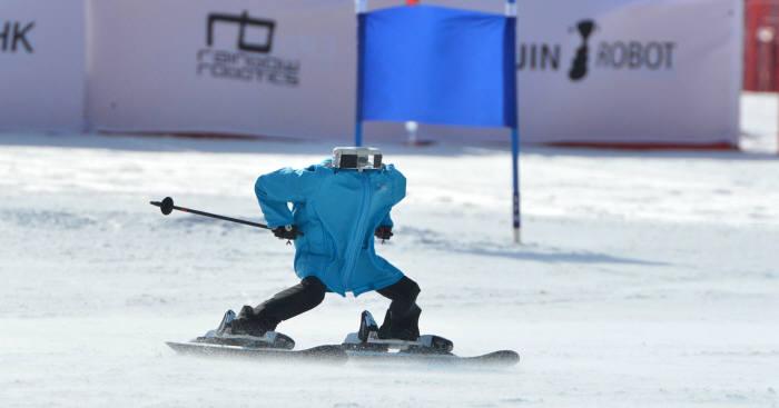 미니로봇 우승, 80m 슬로프 18초 완주한 '태권브이'