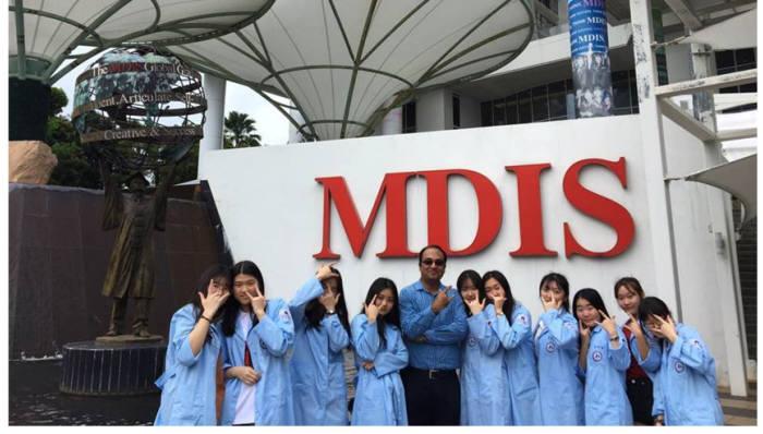 국제교류협력 프로그램에 참여한 한국바이오마이스터고 학생들이 싱가포르 MDIS에서 기념 촬영했다.