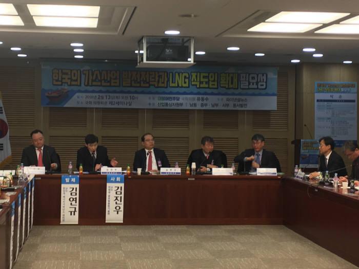 유동수 더불어민주당 의원은 13일 국회에서 '한국의 가스산업 발전전략과 LNG직도입 확대 필요성' 세미나를 개최했다.