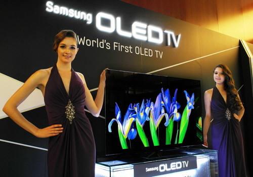 삼성전자가 2012년 10월 발표한 LTPS TFT 기반의 RGB 방식 55인치 OLED TV.