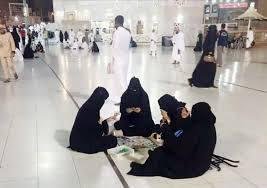 이슬람 성전에서 보드게임을 즐기는 여성들(출처:트위터)