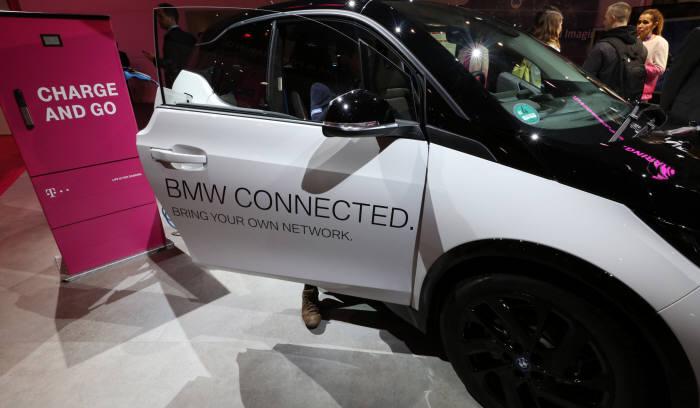 [MWC 2018]BMW-벤츠 커넥티드카 대결