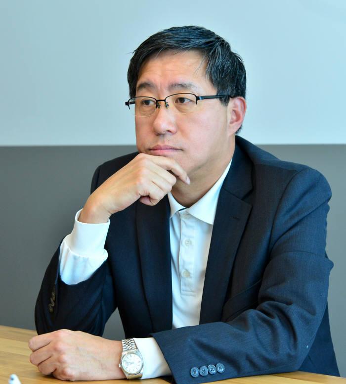 [이현덕이 만난 생각의 리더]<129> '블록체인 보안관' 전하진 자율규제위원장