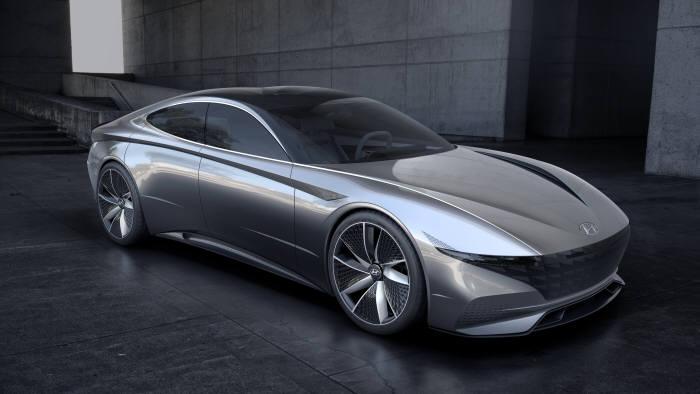 현대자동차가 2018년 제네바모터쇼에서 최초로 공개한 새로운 디자인 방향성인 '센슈어스 스포티니스(Sensuous Sportiness)'이 적용된 콘셉트카 '르 필 루즈(HDC-1)' (제공=현대자동차)
