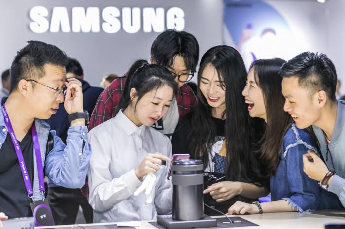 삼성전자는 6일(현지시간) 중국 광저우에서 갤럭시S9 시리즈를 발표했다.