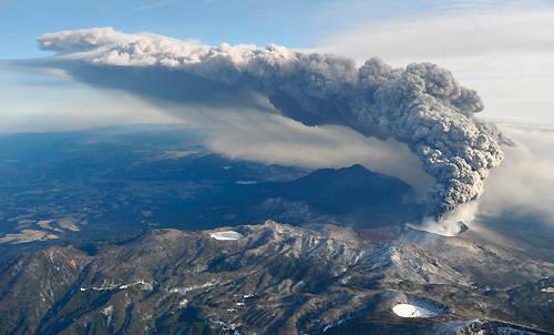 일본 신모에타케, 화산 활동 격화…연기 4500m 치솟아