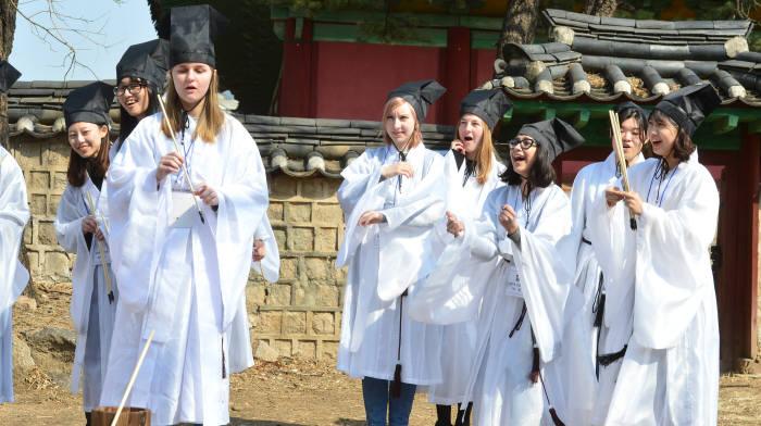 성균관대, 신구 조화 신입생 환영식 '신방례' 개최