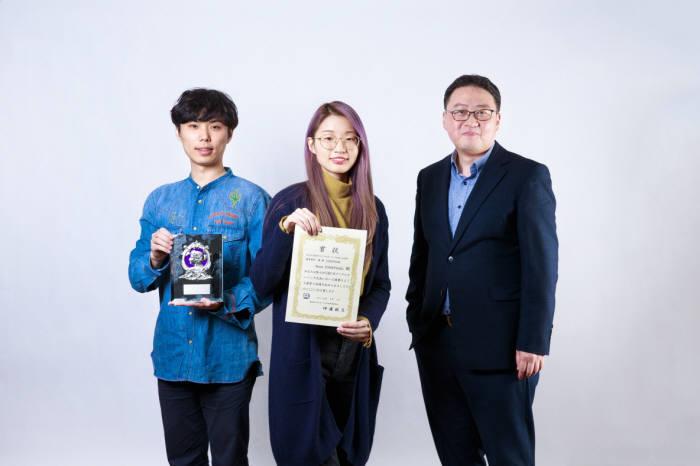 일본 디지털 컬링 대회에서 우승한 최재식 UNIST 교수팀(왼쪽부터 이교운 학생, 김솔아 학생, 최 교수)
