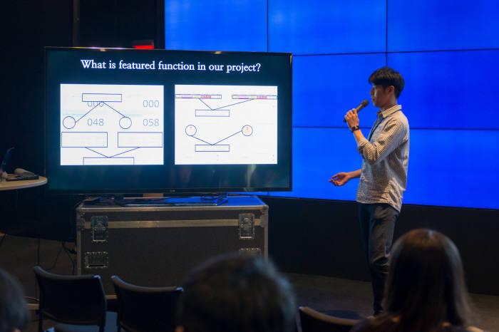 이상목 학생이 QI 프로젝트 완료 후 IoT 플랫폼 모니터링 설계 과정을 발표하고 있다.
