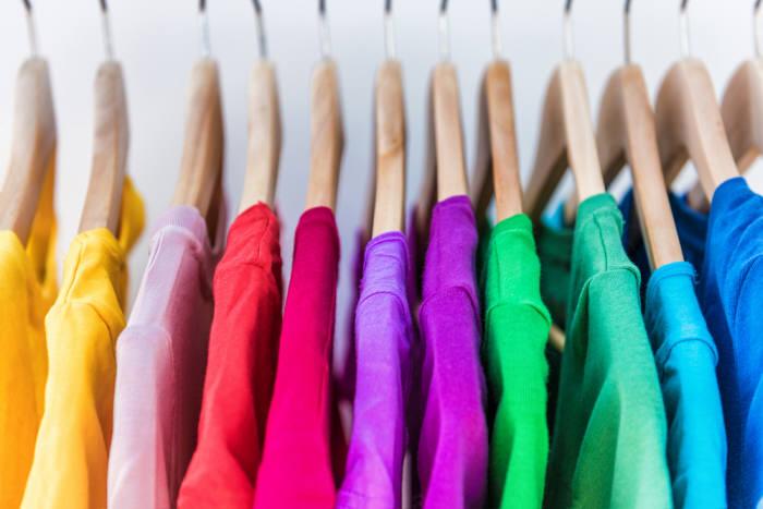 사진 1. 옷을 생산할 때도 품질을 위해 여러 첨가물을 넣는다. (출처:shutterstock)