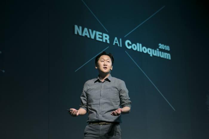 김광현 네이버 서치앤클로바 리더가 30일 열린 '네이버 AI 콜로키움'에서 기조강연을 하고 있다.