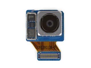 카메라 렌즈 왼쪽 제일 하단 부품이 노어 플래시다(출처: 아이픽스잇)