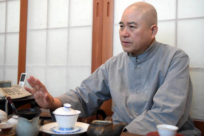 [이현덕이 만난 생각의 리더]〈133〉미산 스님(KAIST 명상과학연구소장)