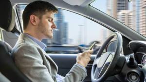 """[국제]美 운전 중 휴대폰 사용자 증가...""""3명 중 2명 평균 4분"""""""