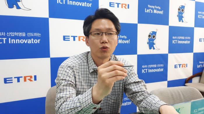 윤천주주 ETRI 광통신부품연구그룹 박사는 하루 빨리 양자암호통신 기술을 고도화 해야 우리나라의 통신환경을 지킬 수 있다고 설명했다.